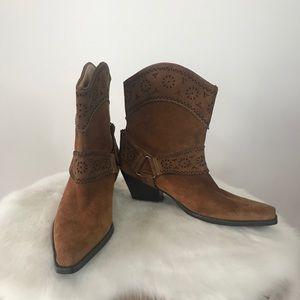 Me too suede cowboy booties size 7.5